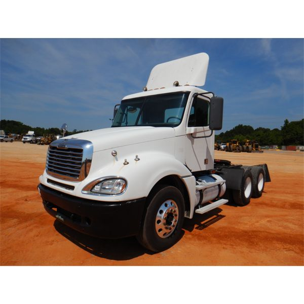 2007 FREIGHTLINER COLUMBIA Day Cab Truck