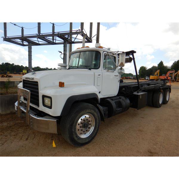 2002 MACK RD688S Roll Off Truck