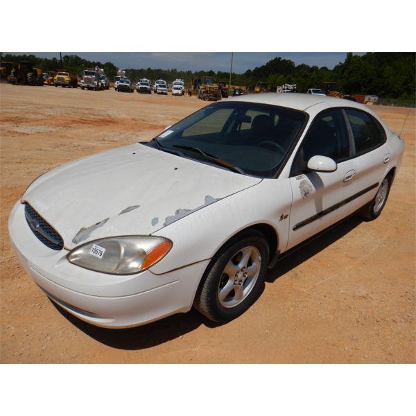 2000 FORD TAURUS SE Automobile