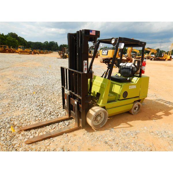 CLARK GCS30MB Forklift - Mast