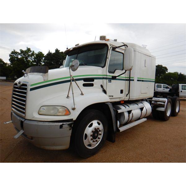 2004 MACK CX613 Sleeper Truck