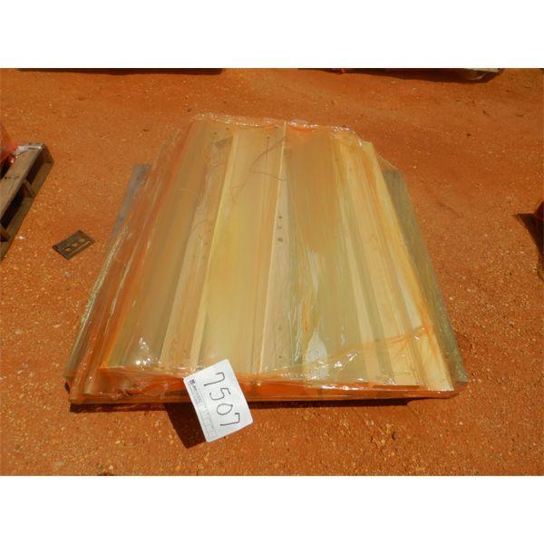 (1) PALLET FLOURESCENT LIGHT FIXTURES (B9)