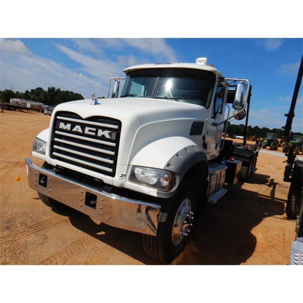2016 MACK GU713 Roll Off Truck