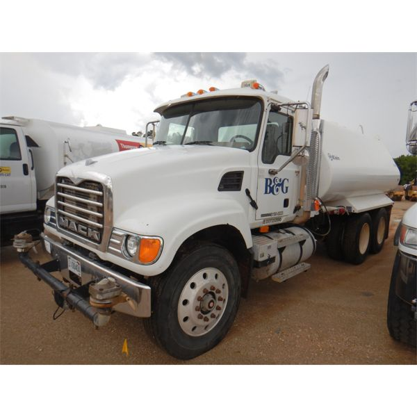 2004 MACK CV713 Water Truck