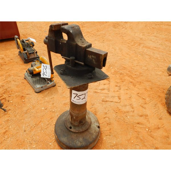 VISE MOUNTED ON STAND (B9)