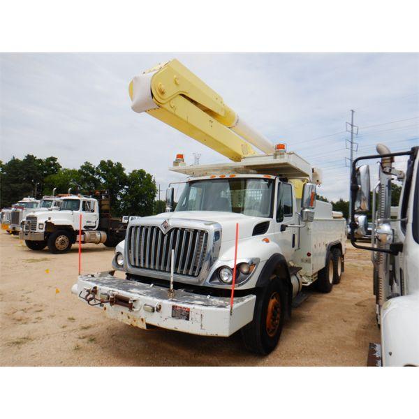 2009 INTERNATIONAL WORKSTAR 7400 Bucket Truck