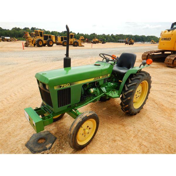 JOHN DEERE 750 Farm Tractor
