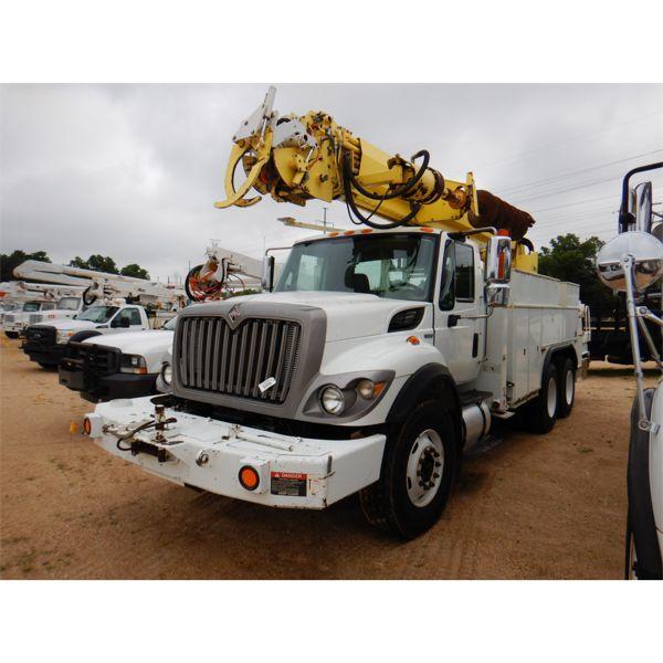 2009 INTERNATIONAL WORKSTAR 7400 Digger Derick Truck