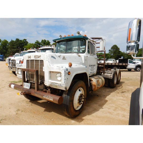 1985 MACK RD688ST Day Cab Truck