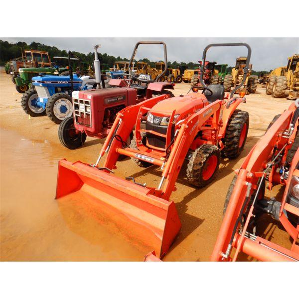 KUBOTA L3301 Farm Tractor