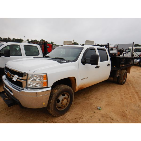 2013 CHEVROLET 3500 HD Flatbed Truck