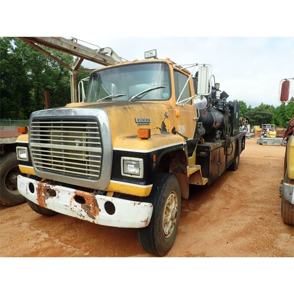 1982 FORD 8000 Fuel / Lube Truck