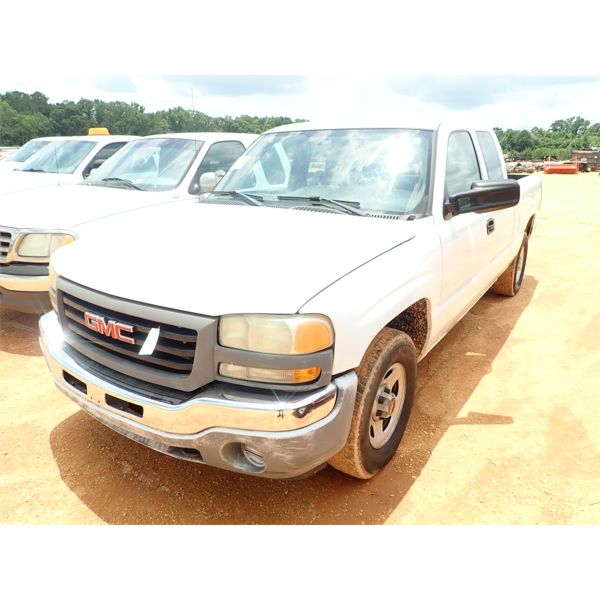 2004 GMC SIERRA Pickup Truck