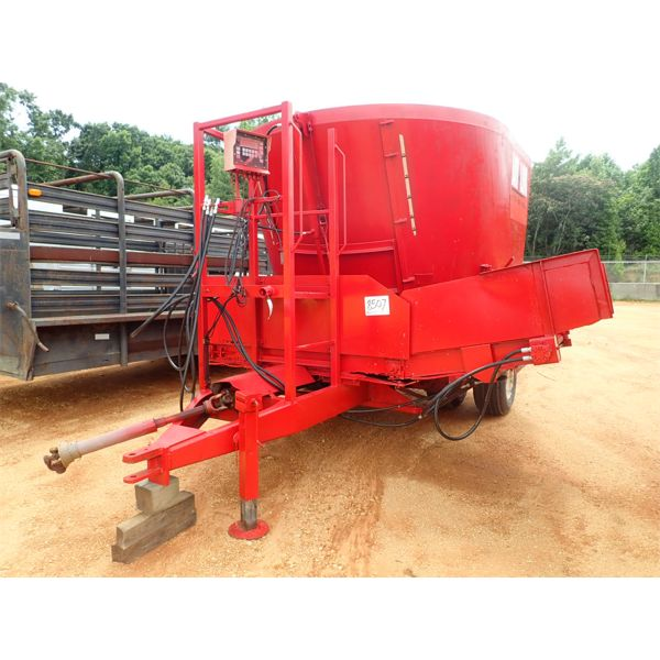 JAYLOR FEEDMILL, CUTTER, FEEDER, PTO DRIVE, TOWABLE