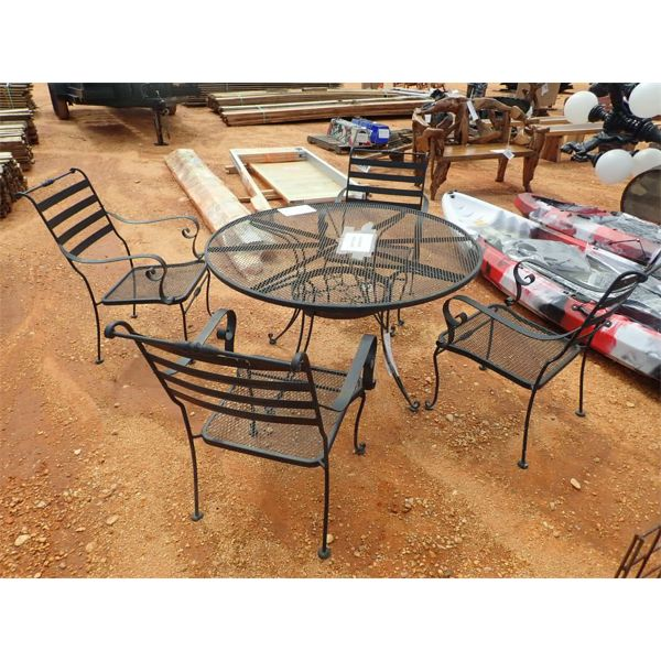 4 METAL CHAIRS & ROUND TABLE (C-6)