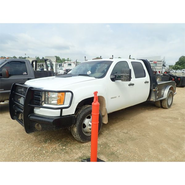 2011 CHEVROLET 3500 HD Flatbed Truck