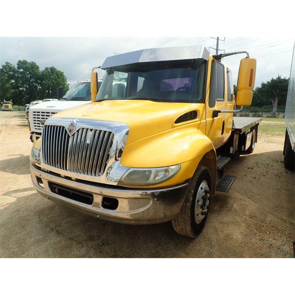 2002 INTERNATIONAL 4300 Rollback Truck
