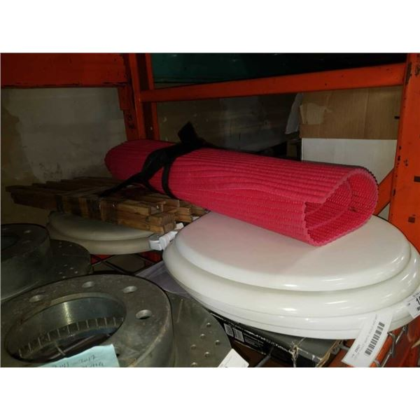 LOT OF TOILET SEATS, SCALE AND MAT