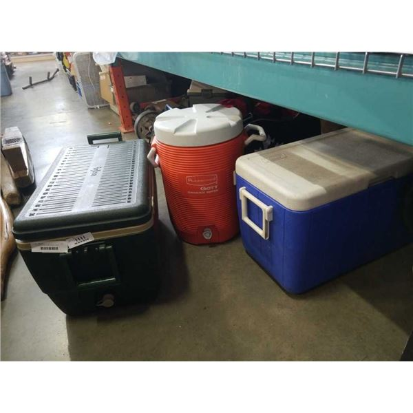 3 COOLERS AND RUBBERMADE DRINK COOLER
