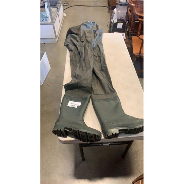 PAIR OF FISHING WADERS SIZE 8