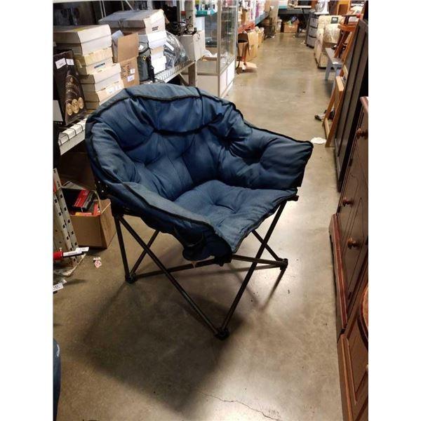 Oversized folding tub chair