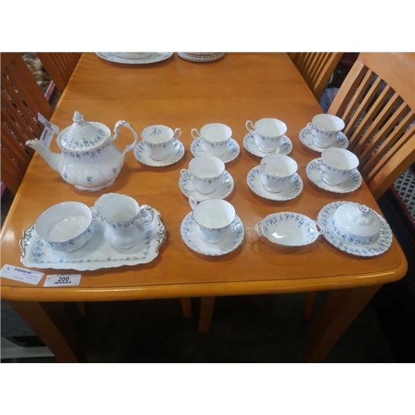 Memory lane by royal albert large teapot large cream and sugar 8 cups and saucers sandwich plate con