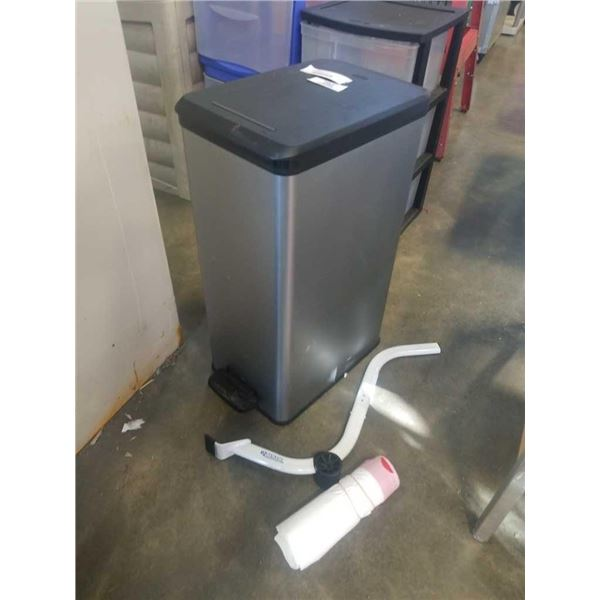CURVER STEP OPEN GARBAGE CAN AND EZ MOVER