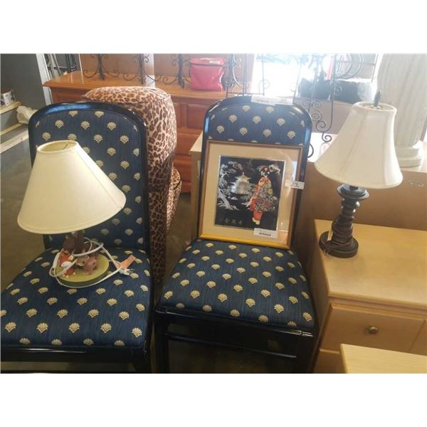 2 TABLE LAMPS AND EASTERN PICTURE
