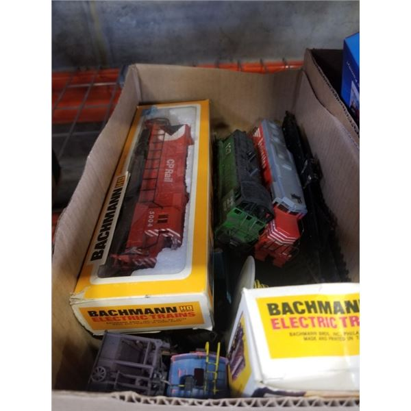 BOX OF HO SCALE TRAIN ENGINES, CARS AND TRACK