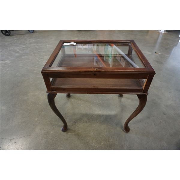 QUEEN ANNE STYLE GLASS DISPLAY CASE ENDTABLE