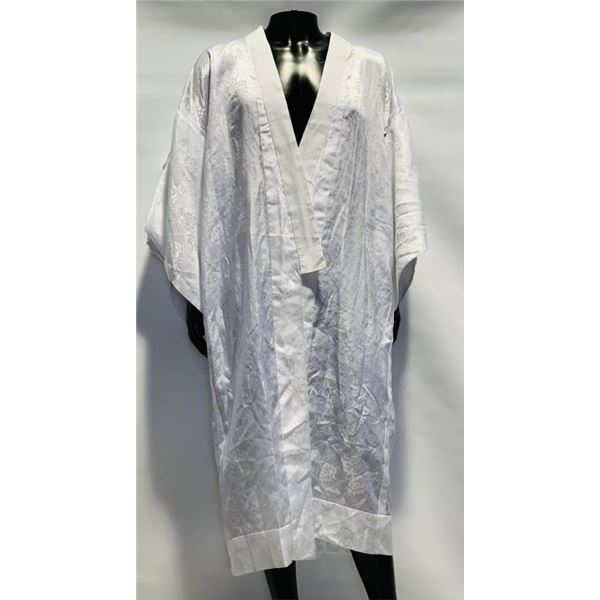 47 Ronin (2013) - Keanu Reeves (Kai) Worn White Robe