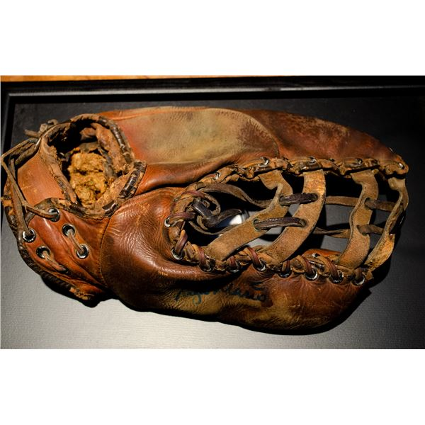 Roger Maris Autograph Glove