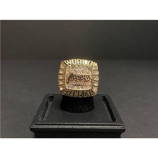 "L.A LAKERS 2002 NBA WORLD CHAMPIONSHIP REPLICA RING ""BRYANT"""