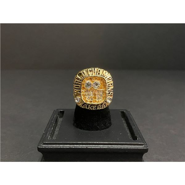 "L.A LAKERS 2000 NBA WORLD CHAMPIONSHIP REPLICA RING ""BRYANT"""