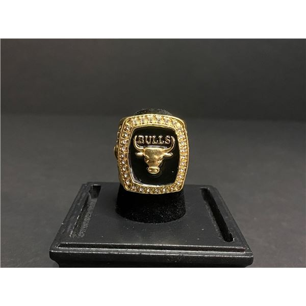 "CHICAGO BULLS 1996 NBA WORLD FINALS CHAMPIONSHIP REPLICA RING ""JORDAN"""