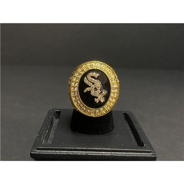 "CHICAGO WHITE SOX 2005 MLB WORLD SERIES CHAMPIONSHIP REPLICA RING ""APARICIO"""