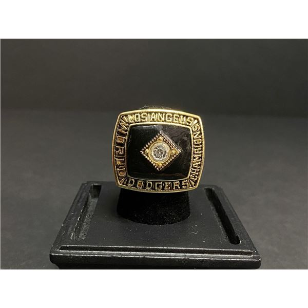 "LOS ANGELES DODGERS 1981 MLB NATIONAL LEAGUE CHAMPIONSHIP REPLICA RING ""CRANDALL"""