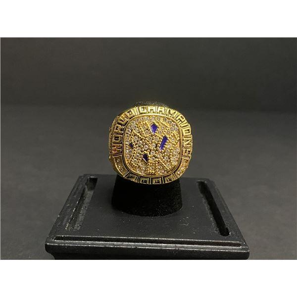 "NEW YORK YANKEES 2000 MLB WORLD SERIES CHAMPIONSHIP REPLICA RING ""JETER"""