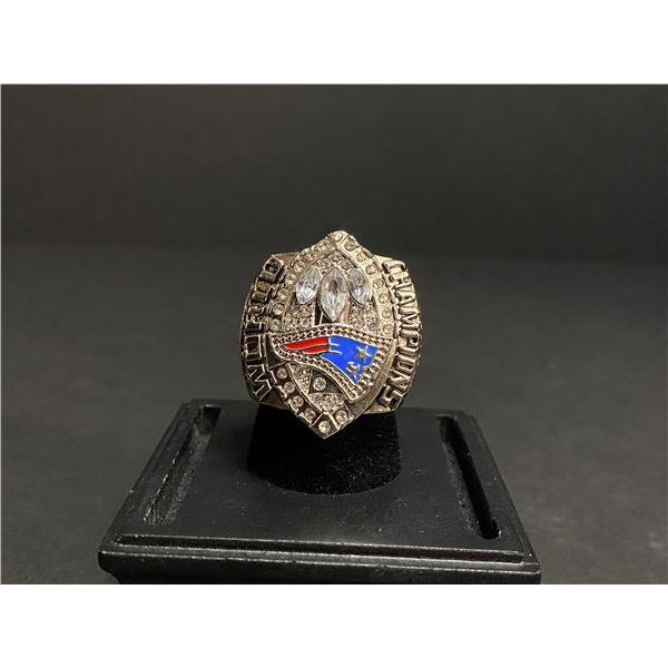 "NEW ENGLAND PATRIOTS 2004 NFL SUPERBOWL CHAMPIONSHIP REPLICA RING ""BRADY"""