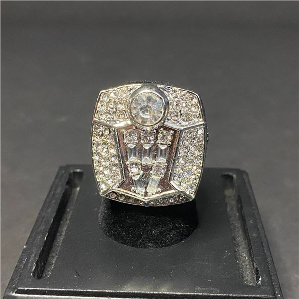 "CHICAGO BULLS 1998 NBA WORLD CHAMPIONSHIP REPLICA RING ""LEWANDOWSKI"""