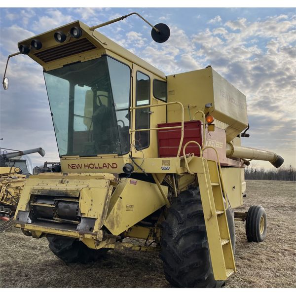 NEW HOLLAND TR85 COMBINE - GOOD WORKING CONDITION.