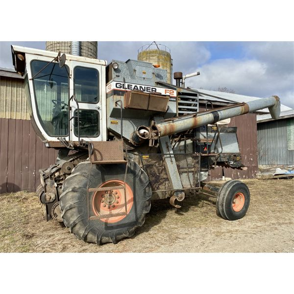 GLEANER F2 COMBINE - GOOD WORKING CONDITION