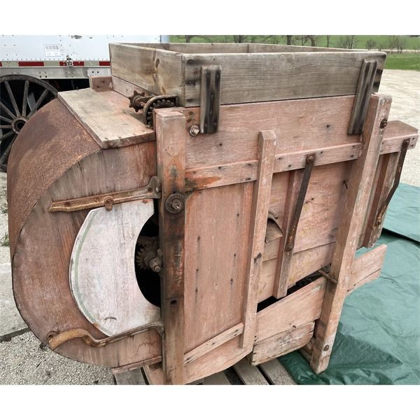 MASSEY HARRIS (?) FANNING MILL / SEED CLEANER