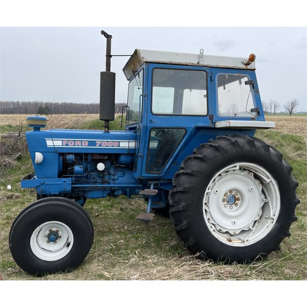 FORD 7000  TRACTOR - GOOD RUNNING / OPERATING CONDITION
