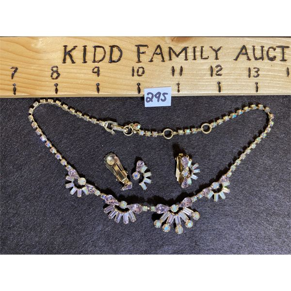 1940's LILAC RHINESTONE NECKLACE AND BROOCH SET