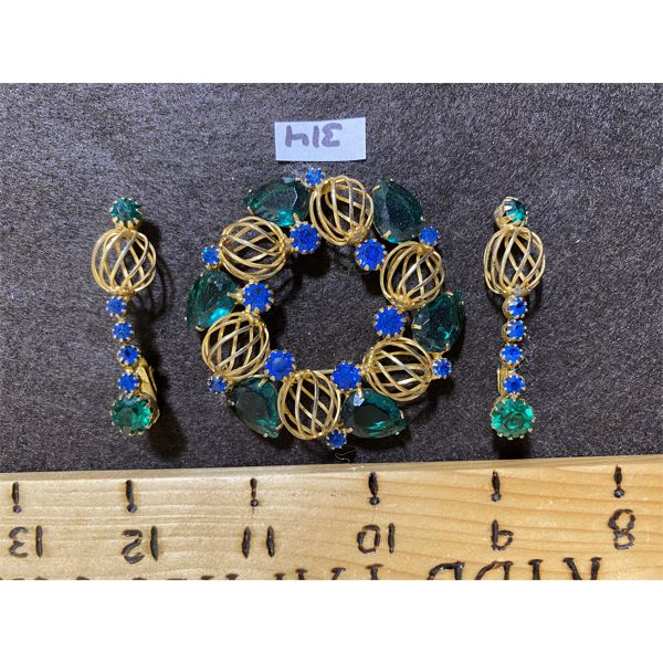VINTAGE COSTUME JEWELRY - GREEN AND BLUE STONE BROOCH AND EARRING SET