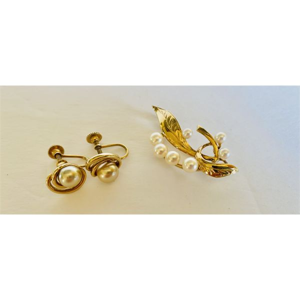 1950's CULTURED PEARL BROOCH AND EARRING SET
