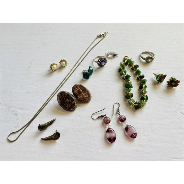 QTY OF FINE COSTUME JEWELRY - NO NOTICEABLE MARKINGS