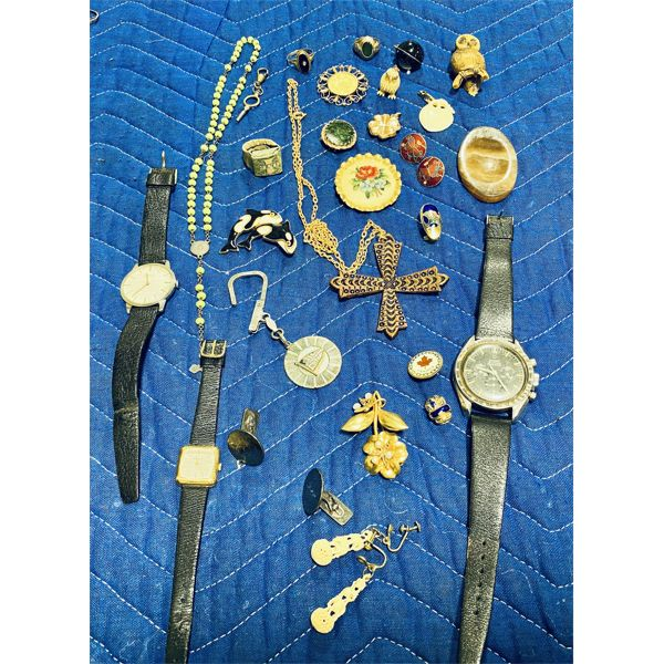 MISC LOT OF COSTUME JEWELRY - INCLUDING 3 WRIST WATCHES