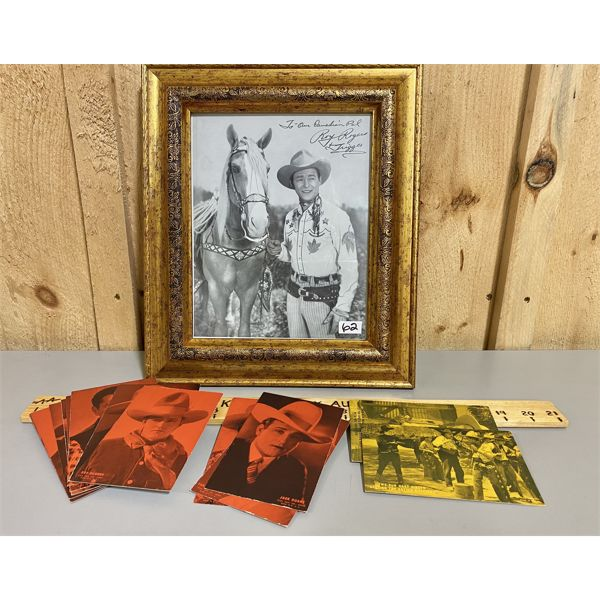 ROY ROGERS SIGNED PHOTO & QTY OF WESTERN CARNIVAL CARDS